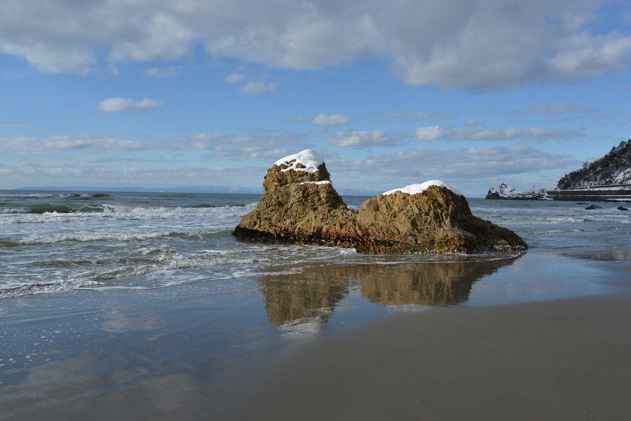 雪の海岸 岩-1