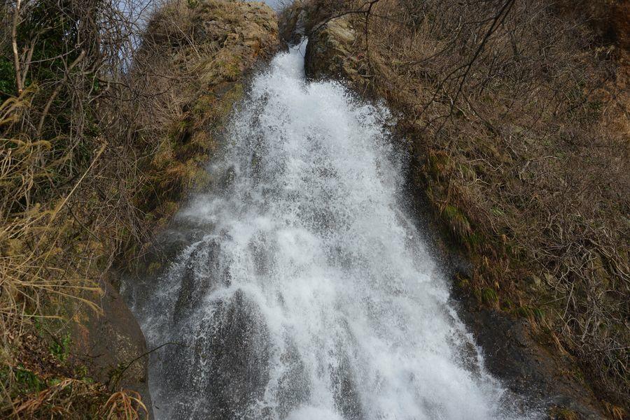 雪解け水の浜滝-2