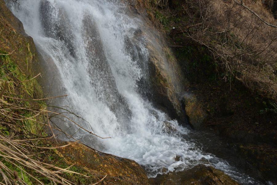 雪解け水の浜滝-4