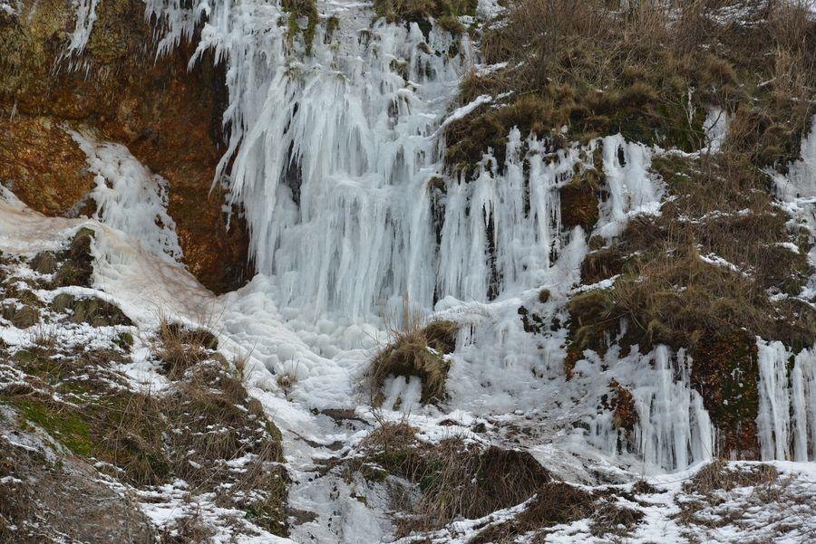 崖の氷柱-5
