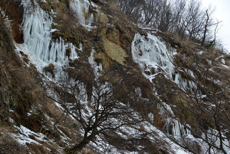 崖の氷柱-6