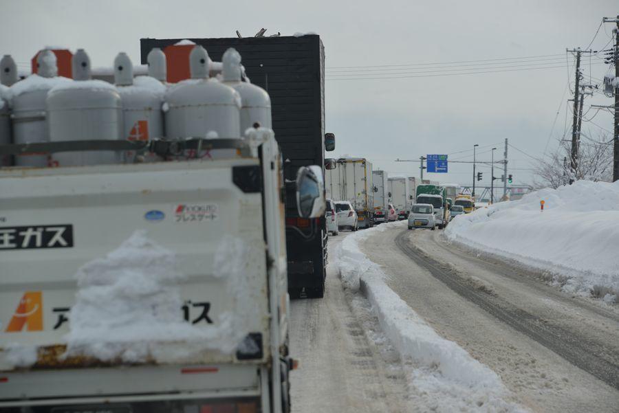 雪の大渋滞-1