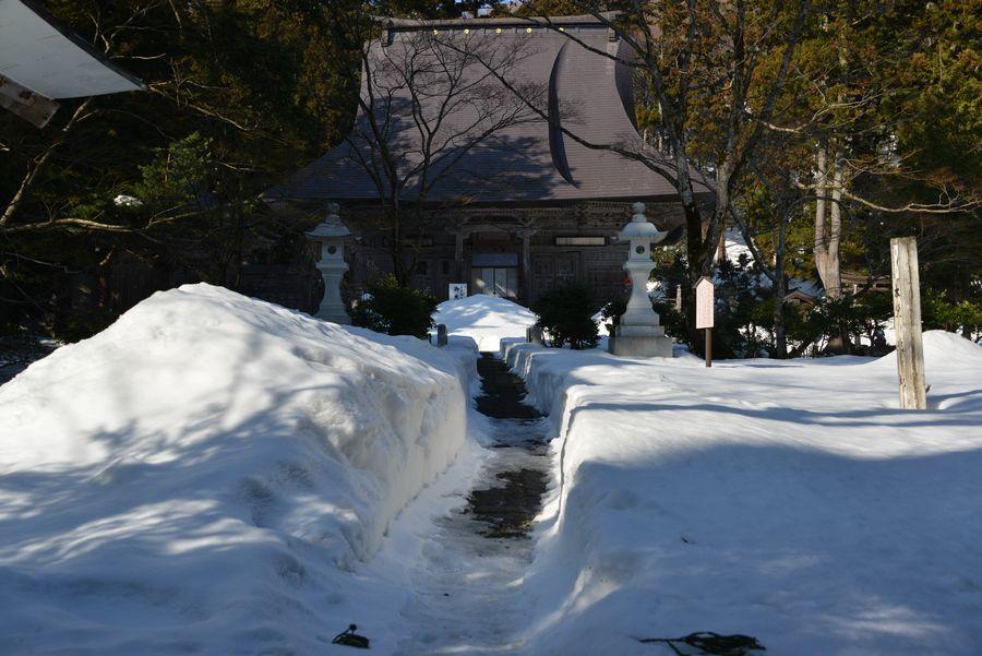 国上寺 残雪-1