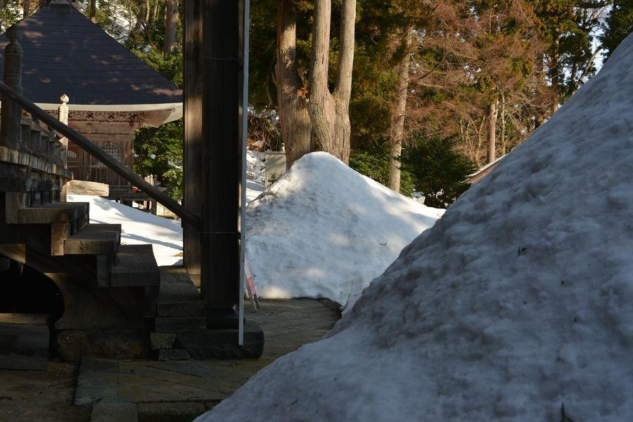 国上寺 残雪-3