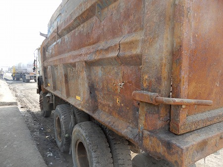 錆錆の朽ちたトラック・・乗り捨て?