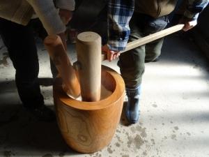 福島県石川町にある農園カフェ_やいこばあちゃん家にて餅つき&自然派味噌の仕込み体験c