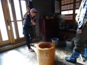 福島県石川町にある農園カフェ_やいこばあちゃん家にて餅つき&自然派味噌の仕込み体験f