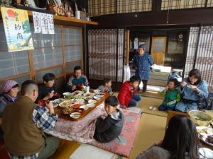 福島県石川町にある農園カフェ_やいこばあちゃん家にて餅つき&自然派味噌の仕込み体験o
