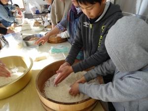 福島県石川町にある農園カフェ_やいこばあちゃん家にて餅つき&自然派味噌の仕込み体験p