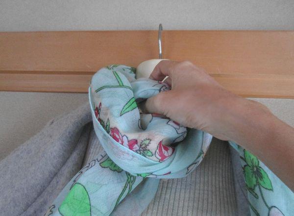 コートに合わせるストールの巻き方 ミラノ巻き (9)