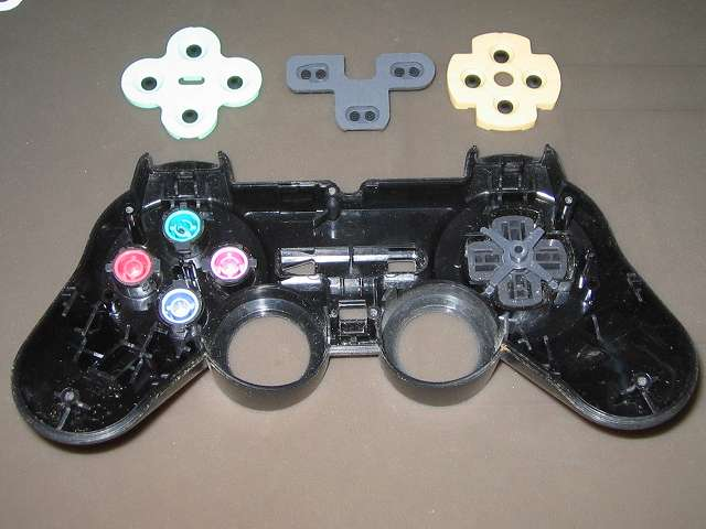 PS2 プレイステーション2 コントローラー DUALSHOCK 2 デュアルショック2 SCPH-10010 メンテナンス、分解作業 コントローラー本体上部プラスチックカバーからラバーパッドを取り外す