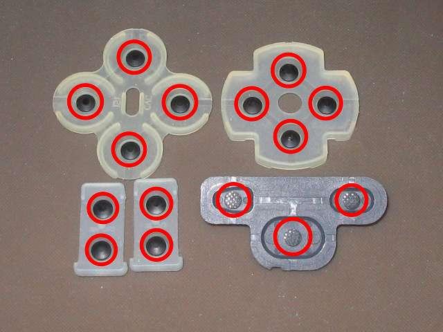 PS3 コントローラー(デュアルショック 3) スプレーを使ってメンテナンス、ラバーパッドの導電性ゴム部分に、無水エタノールを湿らせた綿棒で接点を拭く