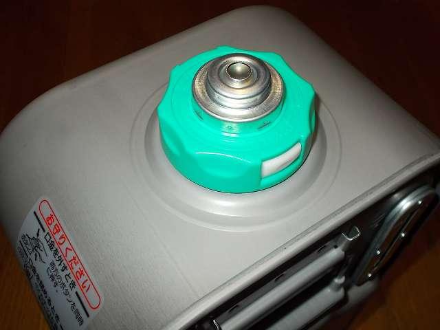 ダイニチ 石油ファンヒーター ウォームホワイト FW-3715LE(W) カートリッジタンク(気密油タンク)(ワンタッチ汚れんキャップ付き)のタンク口金(ワンタッチ汚れんキャップ)