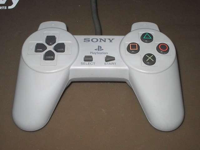 スプレーを使って初代 PS コントローラー(デュアルショックなし)をメンテナンスしてみました