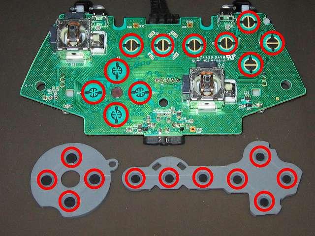 Xbox 360 コントローラー(ブラック) スプレーを使ってメンテナンス、基板とラバーパッドの接点部分に、無水エタノールを湿らせた綿棒で接点を拭く