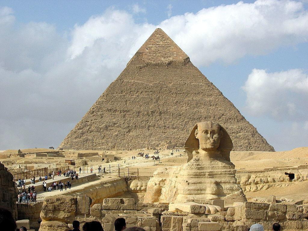 ギザの大スフィンクスとカフラー王のピラミッド