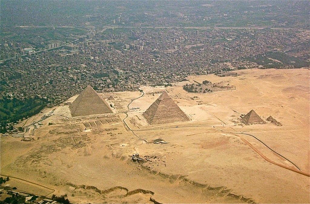上空から見た三大ピラミッド