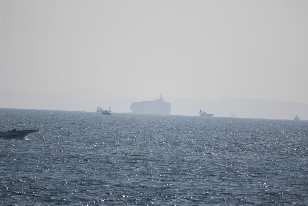 大きな船舶がやってくる_1