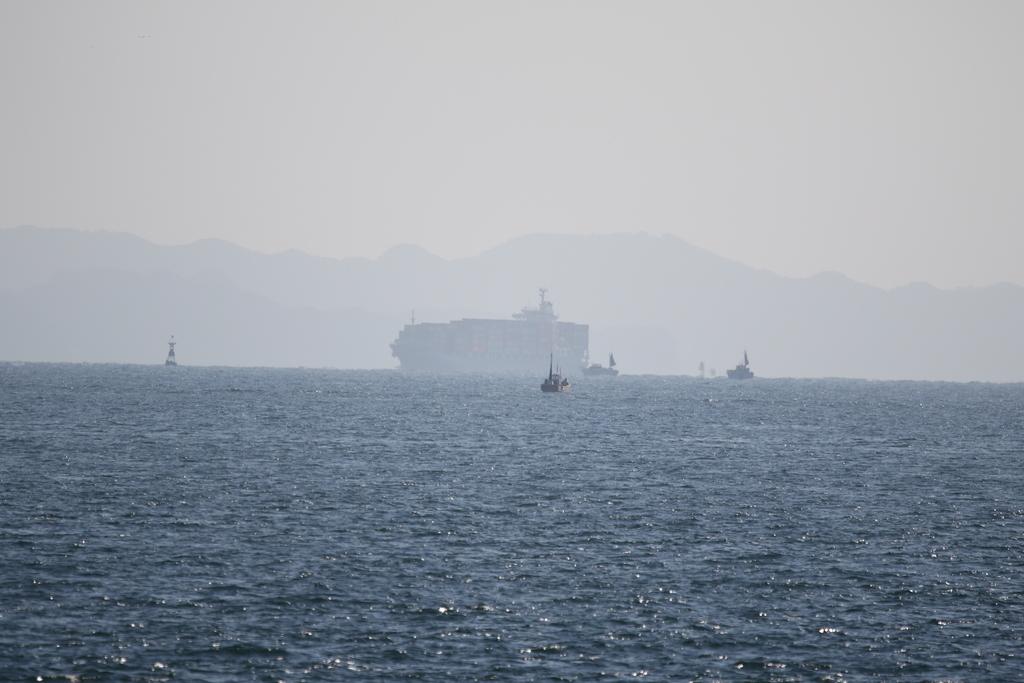 大きな船舶がやってくる_2