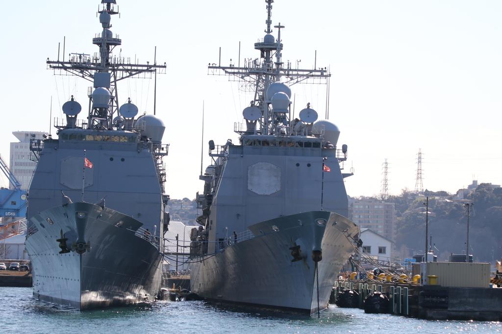 ミサイル巡洋艦のシャイロー(USS Shiloh, CG-67)とチャンセラーズビル (USS Chancellorsville, CG-62)_1