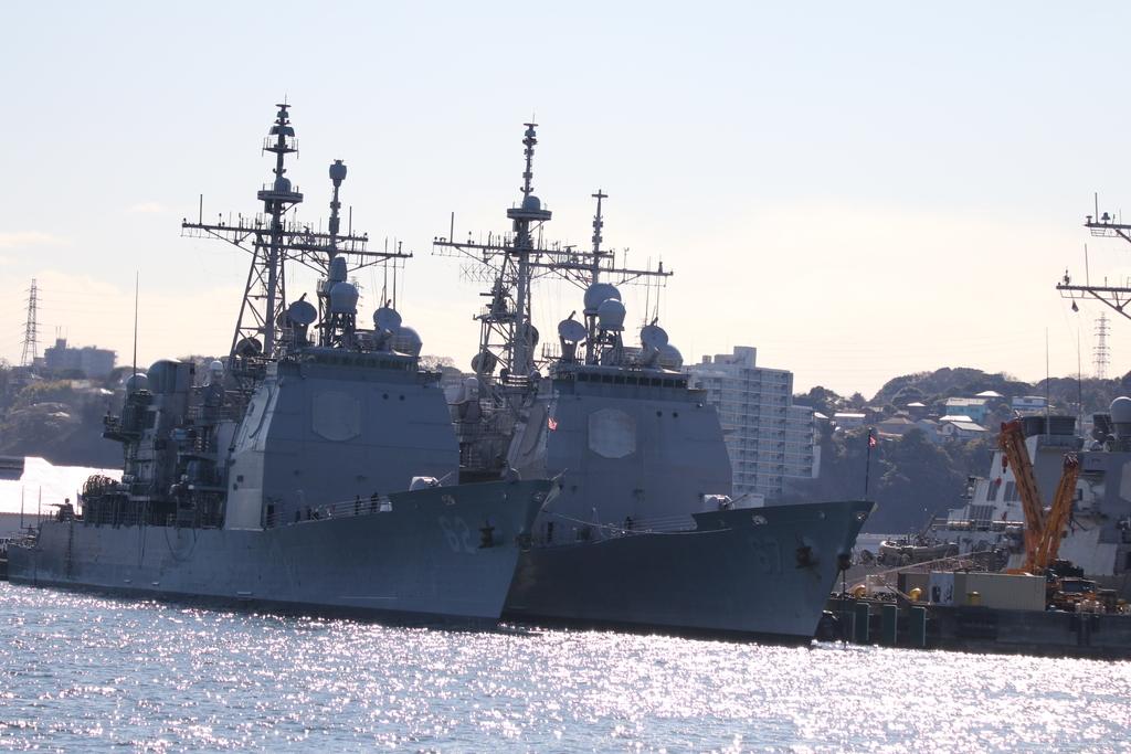 ミサイル巡洋艦のシャイロー(USS Shiloh, CG-67)とチャンセラーズビル (USS Chancellorsville, CG-62)_2