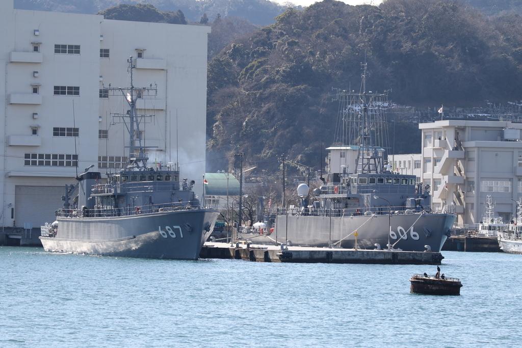 606は、掃海艇『はつしま』(MSC-606)で687は、掃海艇『いずしま』(MSC-687)