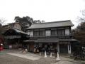 180128賑わう粟田神社社務所