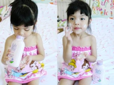 Thai people use powder on body (2)