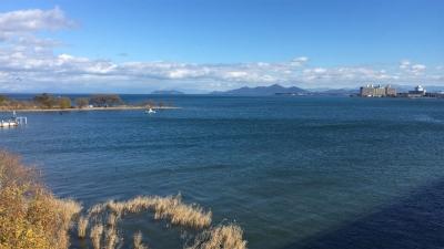 琵琶湖大橋西詰めから眺めた北湖(12月6日12時頃)