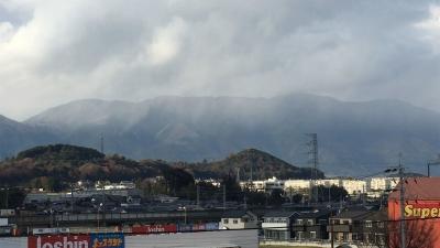 イズミヤ堅田店屋上から眺めた比良山(12月11日14時40分頃)