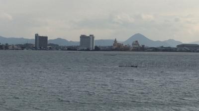 琵琶湖大橋西詰めから眺めた北湖と南湖(1月10日12時頃)