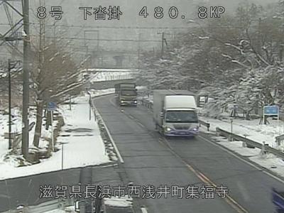 国道8号西浅井町沓掛付近(1月12日14時50分頃)