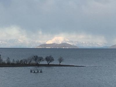 沖島の向こうに伊吹山がくっきり見えた(2月6日14時20分頃)