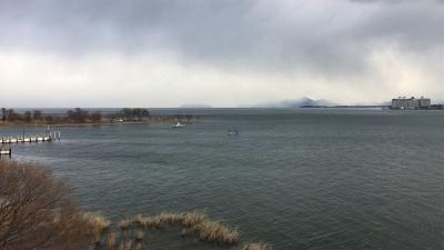 琵琶湖大橋西詰めから眺めた北湖(2月8日12頃)