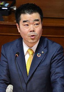 滋賀県議会で知事選への立候補を表明する三日月知事