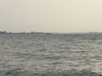 大荒れの琵琶湖南湖(2月24日13時頃)