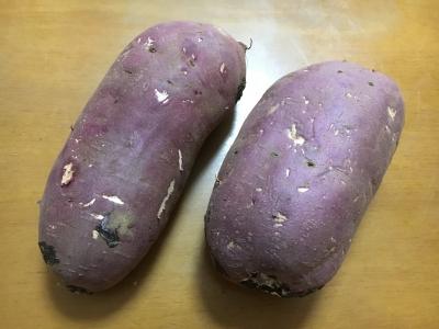 茨木産の大きなサツマイモ 1本1kgぐらいあります