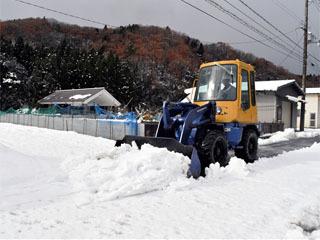 16cmの積雪となった余呉町柳ケ瀬では除雪車が出動