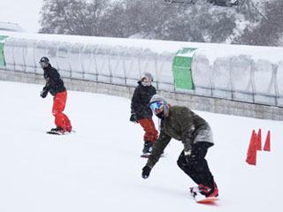 予定より4日早くオープンした奥伊吹スキー場
