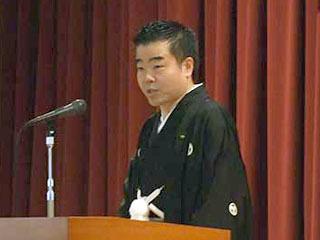 滋賀県庁で仕事始めのあいさつをする三日月知事