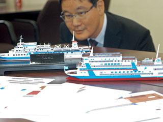 滋賀県教育委員会に寄贈された新旧うみのこのペーパークラフト