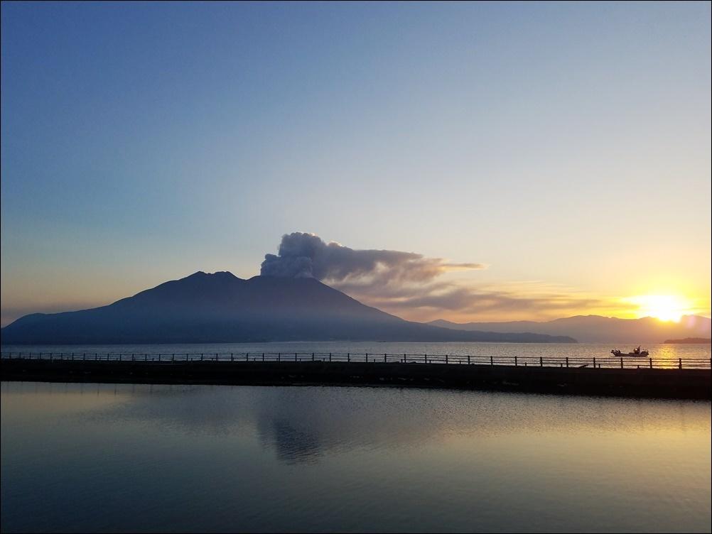 桜島噴煙早朝2