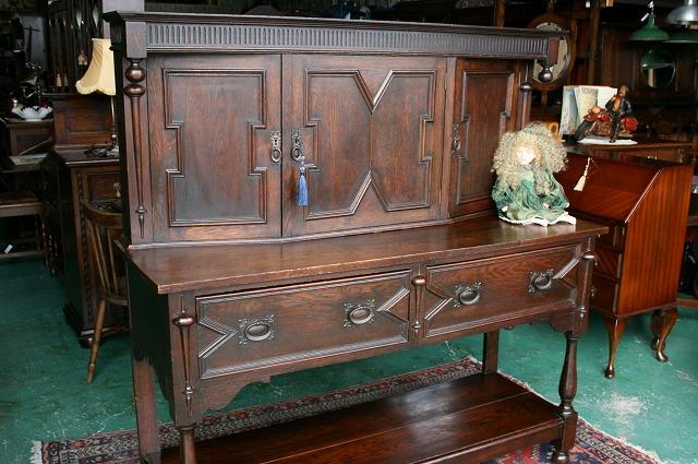 イギリスアンティーク家具 コート サイドボード
