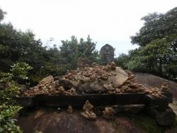 弥山:石積み