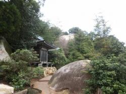 観音堂・文殊堂と巨岩