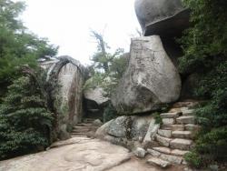 弥山:くぐり岩