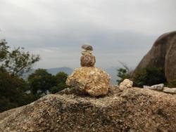 弥山:山頂の石積み