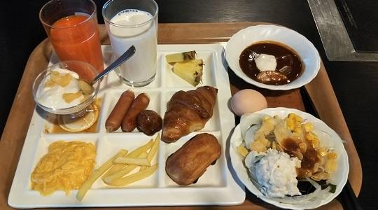 ビュッフェ形式朝食