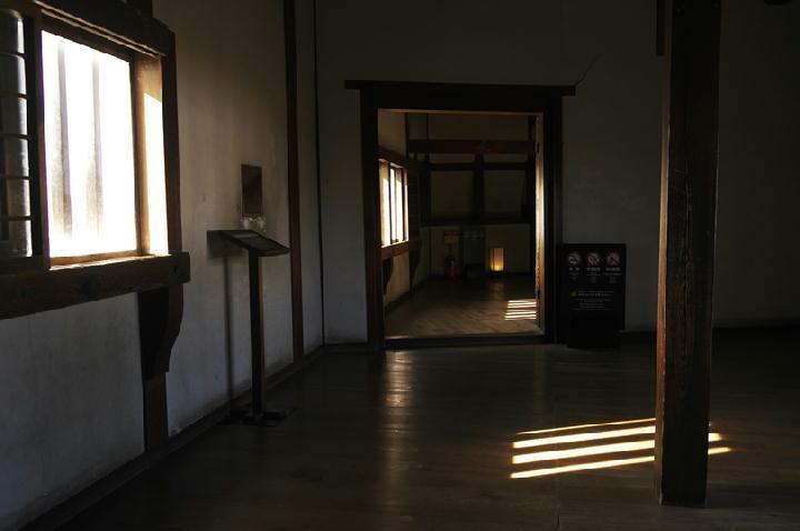 廊下の広場-895