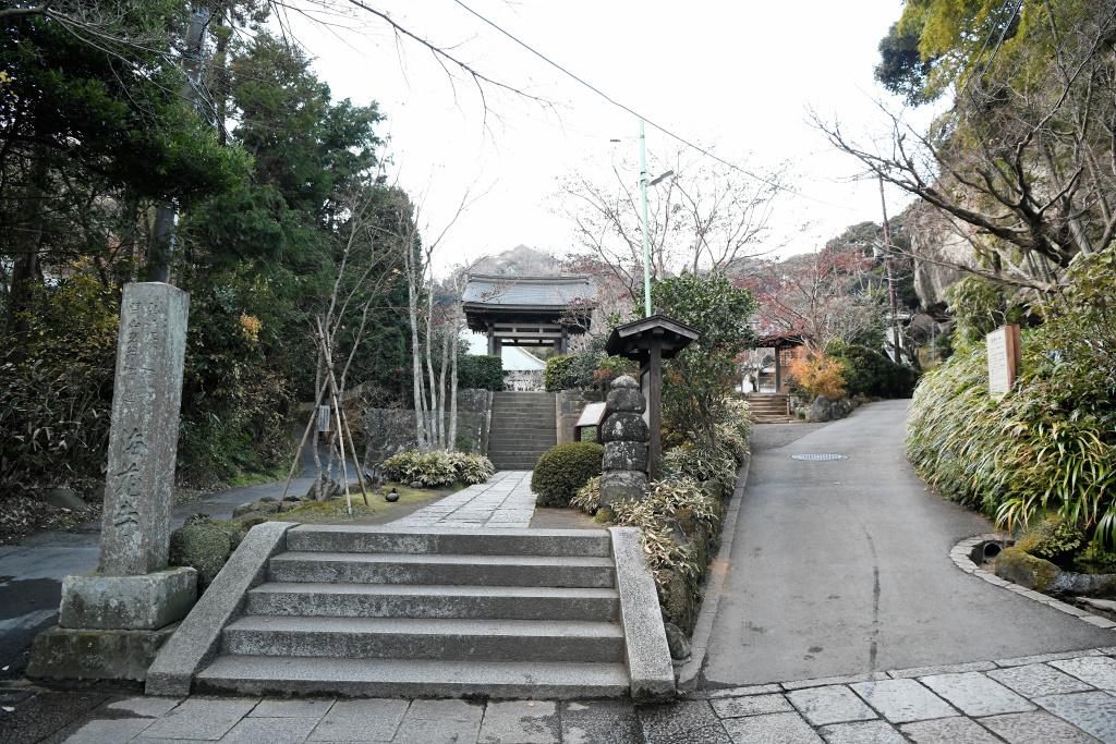 海蔵寺 山門前